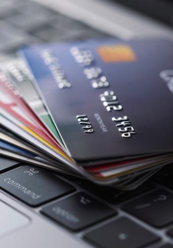 クレジットカード会員情報管理システムの開発・運用 ~<br>~金融ビジネスを守り、人々の暮らしを支える~